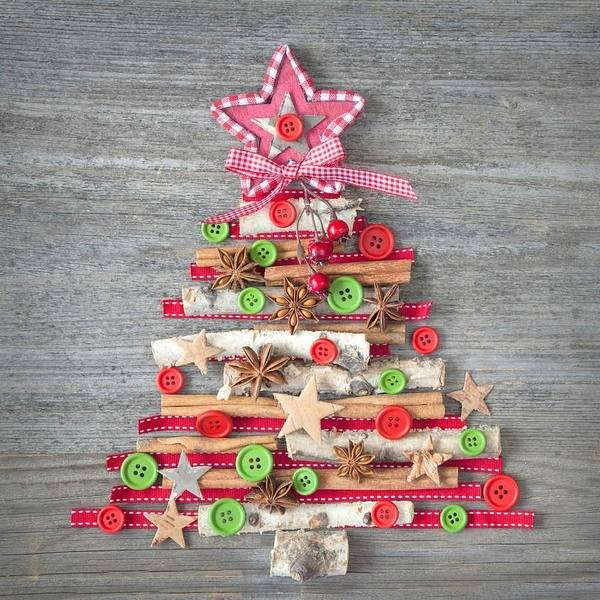 If you want new, original and unique Christmas tree decorations this year  but you don't want to spend some money on them (or you don't have the  money) here