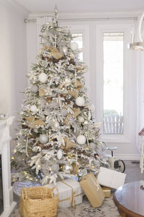If you love the serene beauty of minimal or Scandinavian style, you will  love these simple Christmas tree decorating ideas