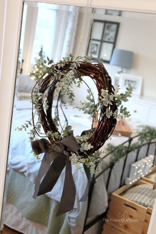 Wreath are popular decorations for any season