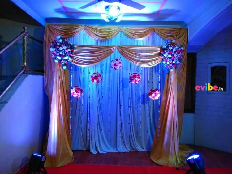 Decoration Materials Used: Led Colourful Light