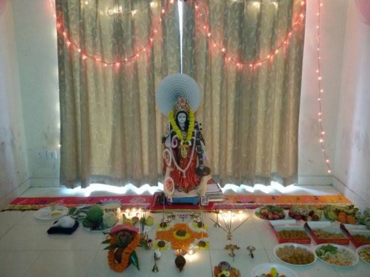 Get some of the best Saraswati puja decoration ideas for your home