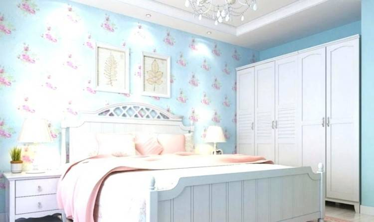 blue and pink room love the color scheme but the room is way too plain for