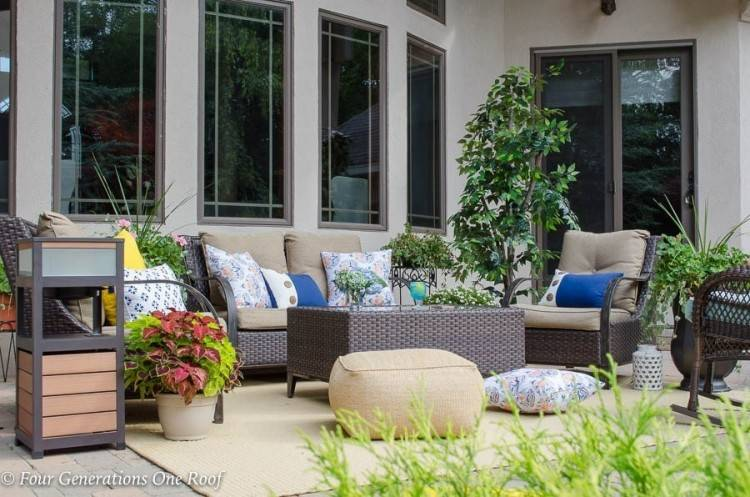 spruce up your plastic lawn furniture for this summer