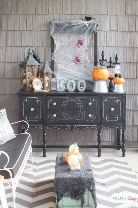 Outdoor Halloween Decorations Perfectly Halloween Party Ideas on a Budget :  Here are some tips you should consider to have a fun and memorable Halloween
