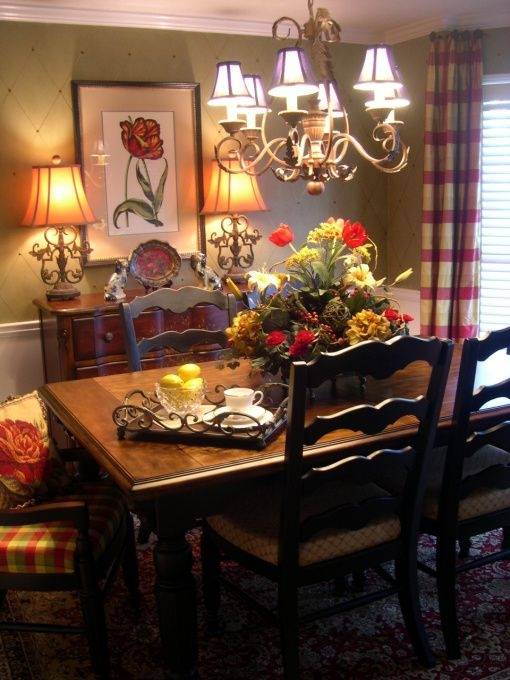 Elegantly and beautifully furnished shabby chic dining room