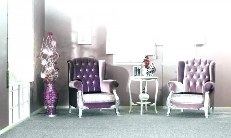 Darkest of purple gives the finest finishing on the walls here