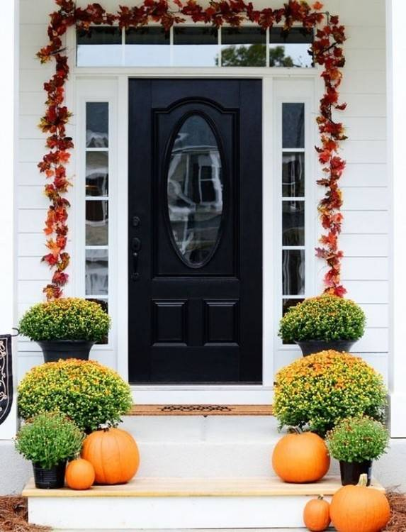 The importance of decorating ideas for the front door cannot be emphasized  enough