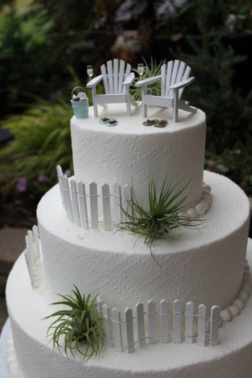 carrot cake with cream cheese icing,