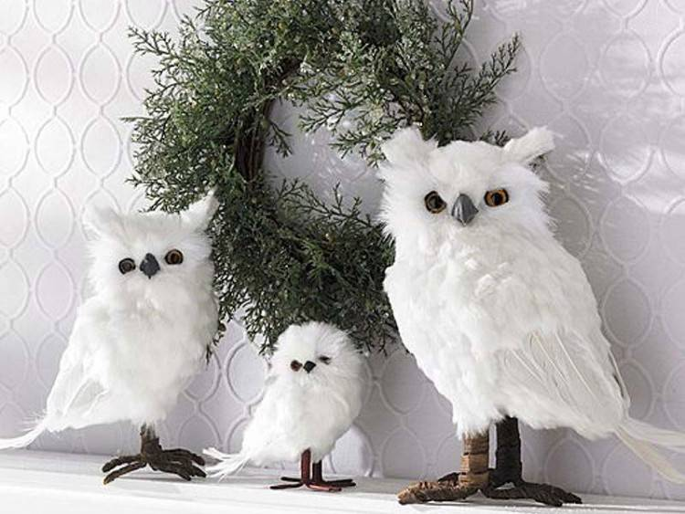 Fascinating Home Decoration Ideas Using White Feather Wreaths : Cozy  Window And Door Decorating Ideas Using