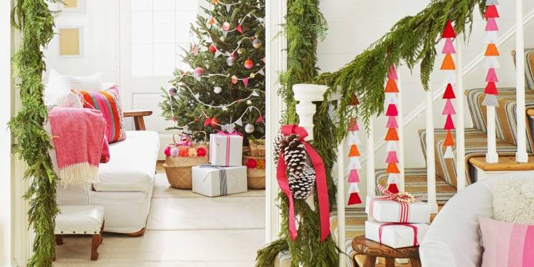 A simple and minimal Christmas Tree made with DIY clay stars! See 10 more Christmas  Tree Decorating Ideas on dreambookdesign