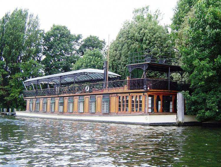 Exclusively marketing riverside, island and floating homes from Kew to  Windsor