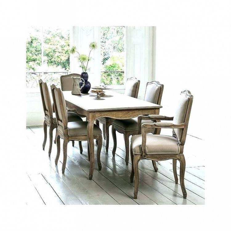 round dining table seats 6