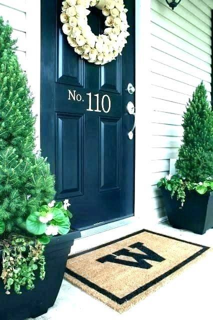 First of all, her front door  wreath is NOT the typical fall decor! We love that it can transition into  winter,