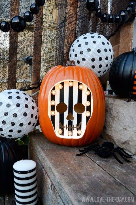And make sure to check out our no carve and low carve pumpkin decorating  ideas from last year too