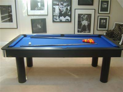 This billiard table Bond pool is suited to restaurants, homes,